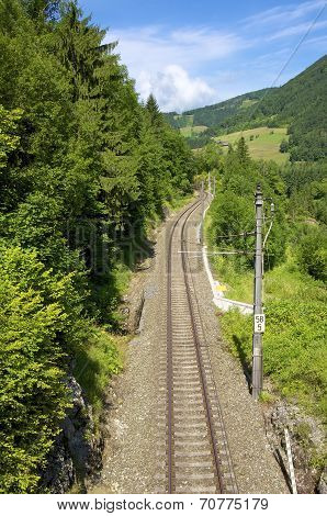 Single track railway