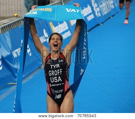 Sarah Groff  winning the Womens triathlon
