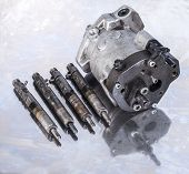 image of fuel pump  - Fuel Injection Pump with injectors - JPG