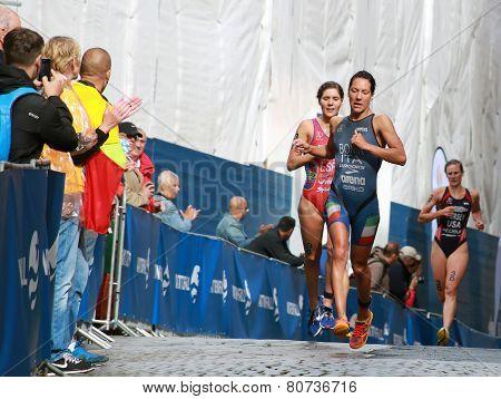 Charlotte Bonin And Carolina Routier Running