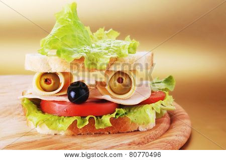 Sandwich Looks Like Face