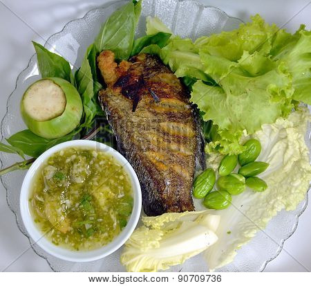 snake skin fish fried with vegetable