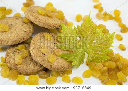 Integral Cookies And Yellow Raisins