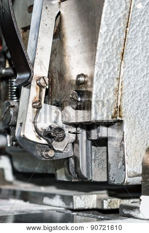 Mechanism of paper sewing machine