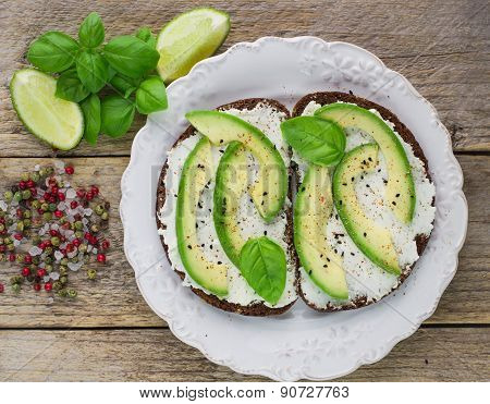 Bruschetta with cream cheese, avocado and freshly ground pepper
