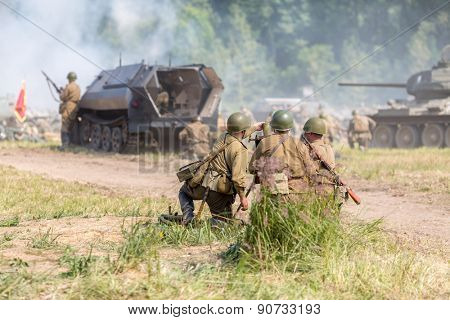 detachment of the three Soviet soldiers firing mortar