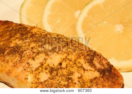 Cooked Salmon With Lemons