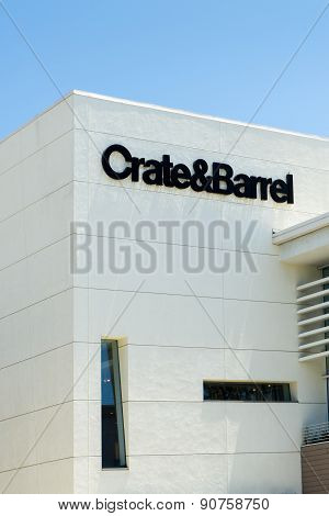 Crate & Barrel Store Exterior