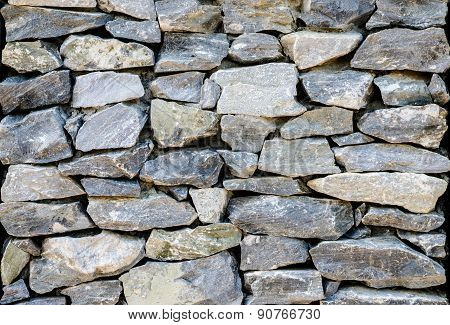 Background wall stone sizes in the garden.