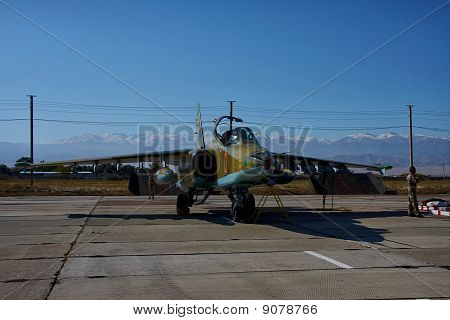 Armoured low-flying attack aircraft SU-25.