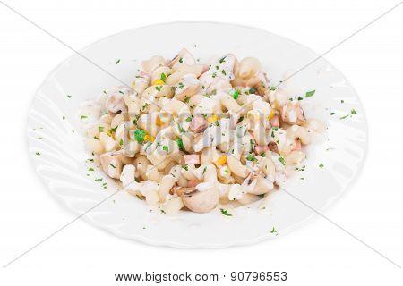 Pasta cavatappi with sauce.