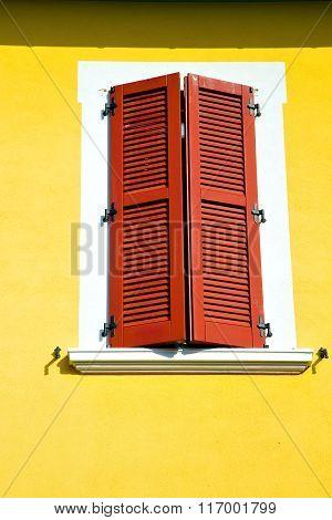 Red Window  Varano Borghi Palaces Italy   Abstract  Sunny
