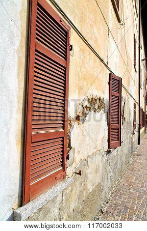 Window  Varano Wood Venetian Blind  The    Brick
