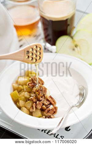 Whipped yogurt with apples and nuts