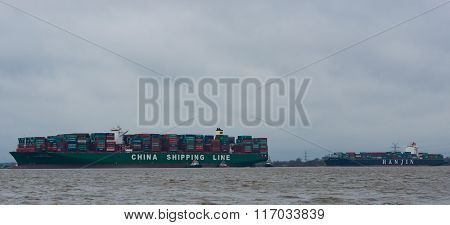 container ship China Shipping run agroundon