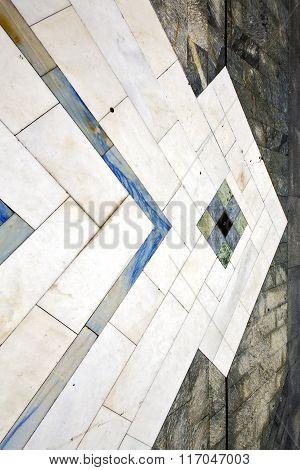 Sanpietrini Busto Arsizio     Pavement  A Curch  Marble