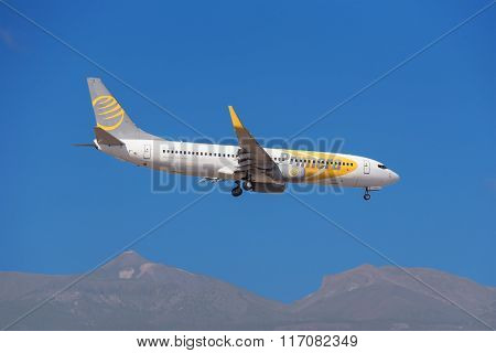 Primera Boeing 737 is prepared to land in Tenerife South airport