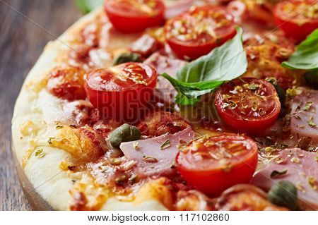 Pizza with cherry tomatoes and ham
