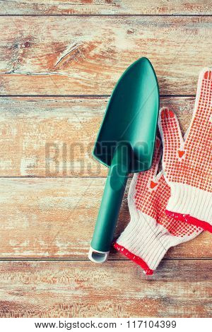 close up of trowel and garden gloves