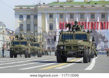 Column multi-purpose armored vehicles