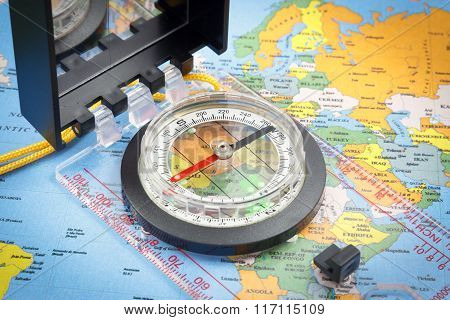 Compass for navigation on a world map