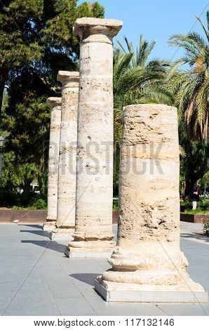 Detail in prospective of Roman columns