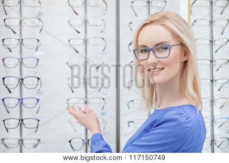 Beautiful blond girl wants to buy eyeglasses