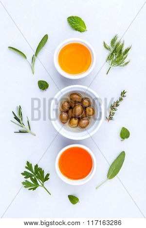 Different Sorts Of Cooking Oil,olive Oil Flavored And Sesame Oil With Spices  Rosemary ,thyme,dill,s