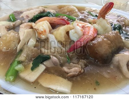 Fried Noodles in Thick Gravy With Mix Of Seafood And Pork