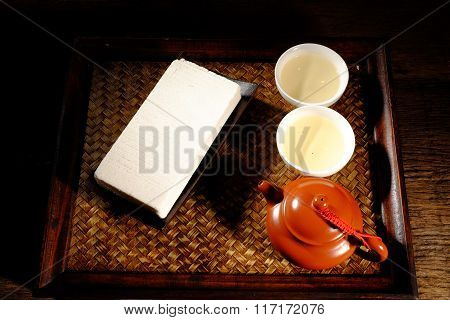 Hot Chinese tea and desserts
