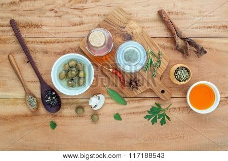 Assortment Of Herbs Rosemary ,thyme,sage, Mint,bay Leaves , Pepper And Parsley Set Up With Wooden Ba