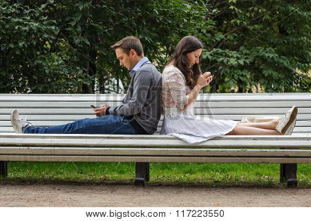 Modern Dating With Smartphones