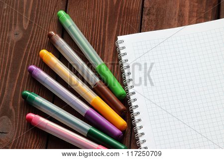 Coloured Felt-tip Pens