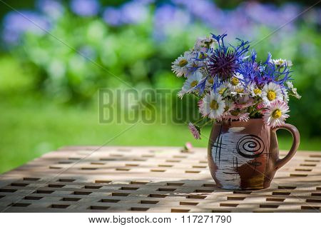Bouquet of wildflowers in a circle on the table