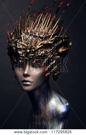 Mannequin in head wear long spikes