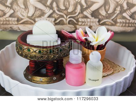 Mini Set Ofsoap, Shampoo,conditioner With Flowers Frangipani
