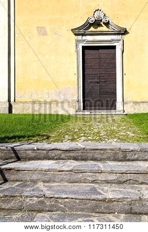 Grass Arsago Seprio Abstract    Curch  Closed Wood Italy