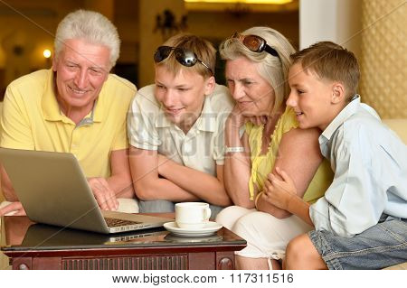 boys with grandparents  and laptop