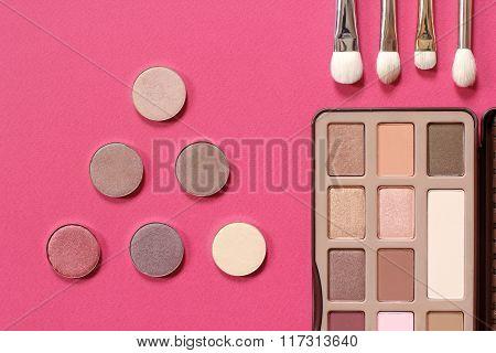 Palette of eye shadow in gold tones