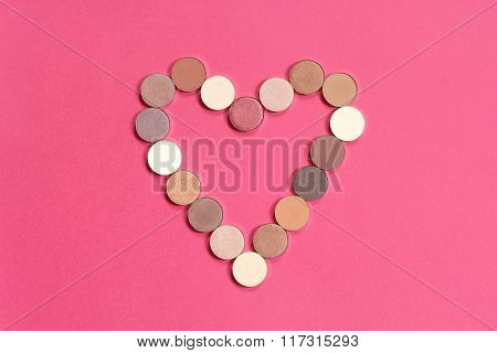 heart shape pattern of colorful eyeshadows
