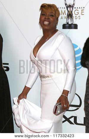 LOS ANGELES - FEB 5:  Iyanla Vanzant at the 47TH NAACP Image Awards Arrivals at the Pasadena Civic Auditorium on February 5, 2016 in Pasadena, CA