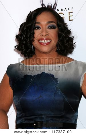 LOS ANGELES - FEB 5:  Shonda Rhimes at the 47TH NAACP Image Awards Arrivals at the Pasadena Civic Auditorium on February 5, 2016 in Pasadena, CA