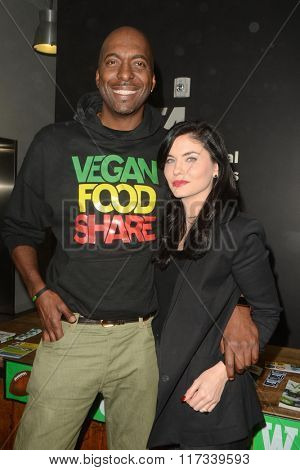 LOS ANGELES - JAN 30:  John Salley, Jodi Lyn O'Keefe at the PETA Superbowl Party at the PETA's Bob Barker Building on January 30, 2016 in Los Angeles, CA