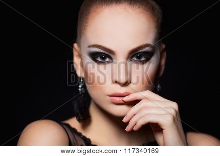 Hot young woman model with sexy lips makeup, strong eyebrows, clean shiny skin. Beautiful fashion po