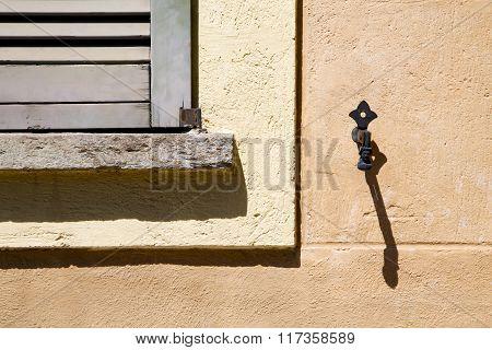 Jerago Window  Wood Venetian Blind  Concrete  Brick