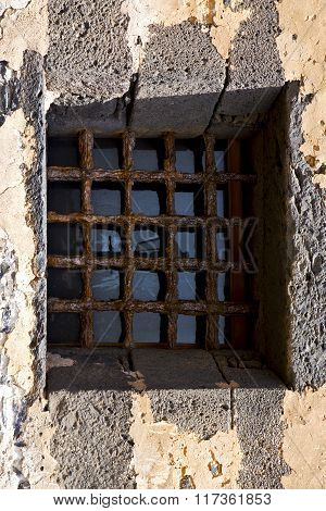 Castle Window In A Broke   Wall Arrecife Lanzarote Spain