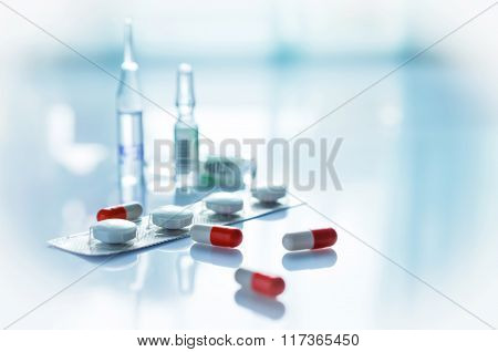 Glass vials  and tablets