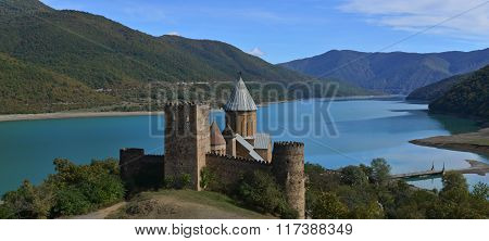 Ananuri Castle-and -church Complex_panorama