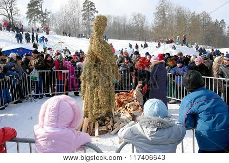 Gatchina, Leningrad region, RUSSIA - March 5, 2011: Maslenitsa. Prepare a doll to be burned