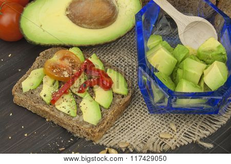 Preparation of dietary avocado salad
